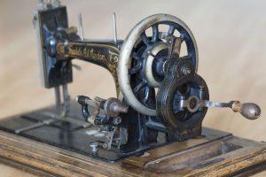 Invention du 19ème : Machine à coudre